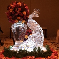 Thumb_peacock_and_ice_vase_ice_sculpture