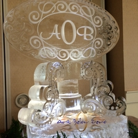 Thumb_monogram_on_a_swirly_steam_pedestal_ice_sculpture