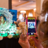 Thumb_magnificent_bride_ornate_circle_photo_frame_ice_sculpture_phone_focuswm