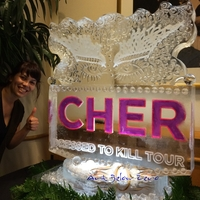 Thumb_cher_dress_to_kill_tour_ice_sculpture