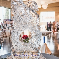 Thumb_swan_on_a_ring_ice_sculpture_15