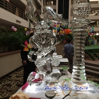 Thumb_big_bunny_holding_flowers_for_easter__60_inches_tall_ice_sculpture