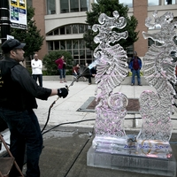 Thumb_ice_sculpting_demo_newaukee_night_market_2014_art_below_zerowm