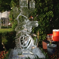 Thumb_resting_poncho_luge_ice_sculpture