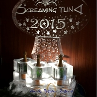 Thumb_screaming_tuna_new_year_s_eve_champagne_ice_sculpture