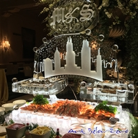Thumb_cape_cod_seafood_display_with_chicago_skyline_for_me_chele___sean_s_beautiful_wedding
