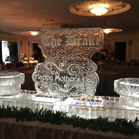 Thumb_the_drake_hotel_chicago_seafood_display_mother_s_day_16_ice_sculpture