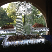 Thumb_palm_tree_and_surf_board_cape_cod_seafood_display_ice_sculpture_for_joelle___brett_at_the_magnificent_drake_hotel