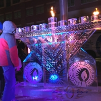 Thumb_menorah_ice_sculpture_for_lubavitch_of_wisconsin_15