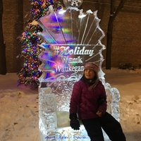 Thumb_holiday_wauk_waukegan_ice_throne_ice_sculpture
