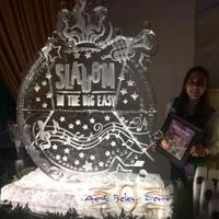 Thumb_slalom_in_the_big_easy_double_martini_luge_ice_sculpture