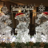 Thumb_smithfield_foods_santa_piggies_for_their_holiday_extravaganza_ice_sculpture