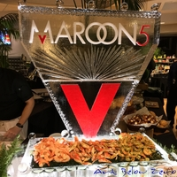 Thumb_maroon5_the_band_logo_in_color_on_a_seafood_display_ice_sculpture