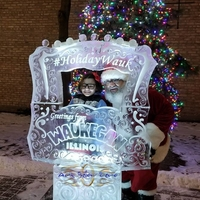 Thumb_frame_photo_op_for_santa_at_the_holidaywauk_ice_sculpture