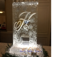 Thumb_luge_martini_spiral_with_monogram_and_snowflakes_ice_sculpture