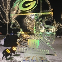 Thumb_football_ice_helmet_7ft_tall_at_titletown_green_bay