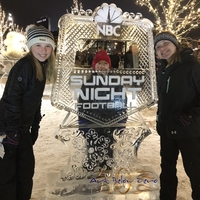 Thumb_nbc_sunday_night_football_ice_frame_at_titletown_ice_sculpture