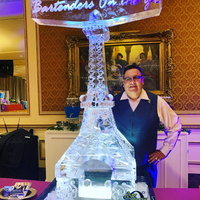 Thumb_eiffel_tower_bartenders_on_the_go_ice_luge