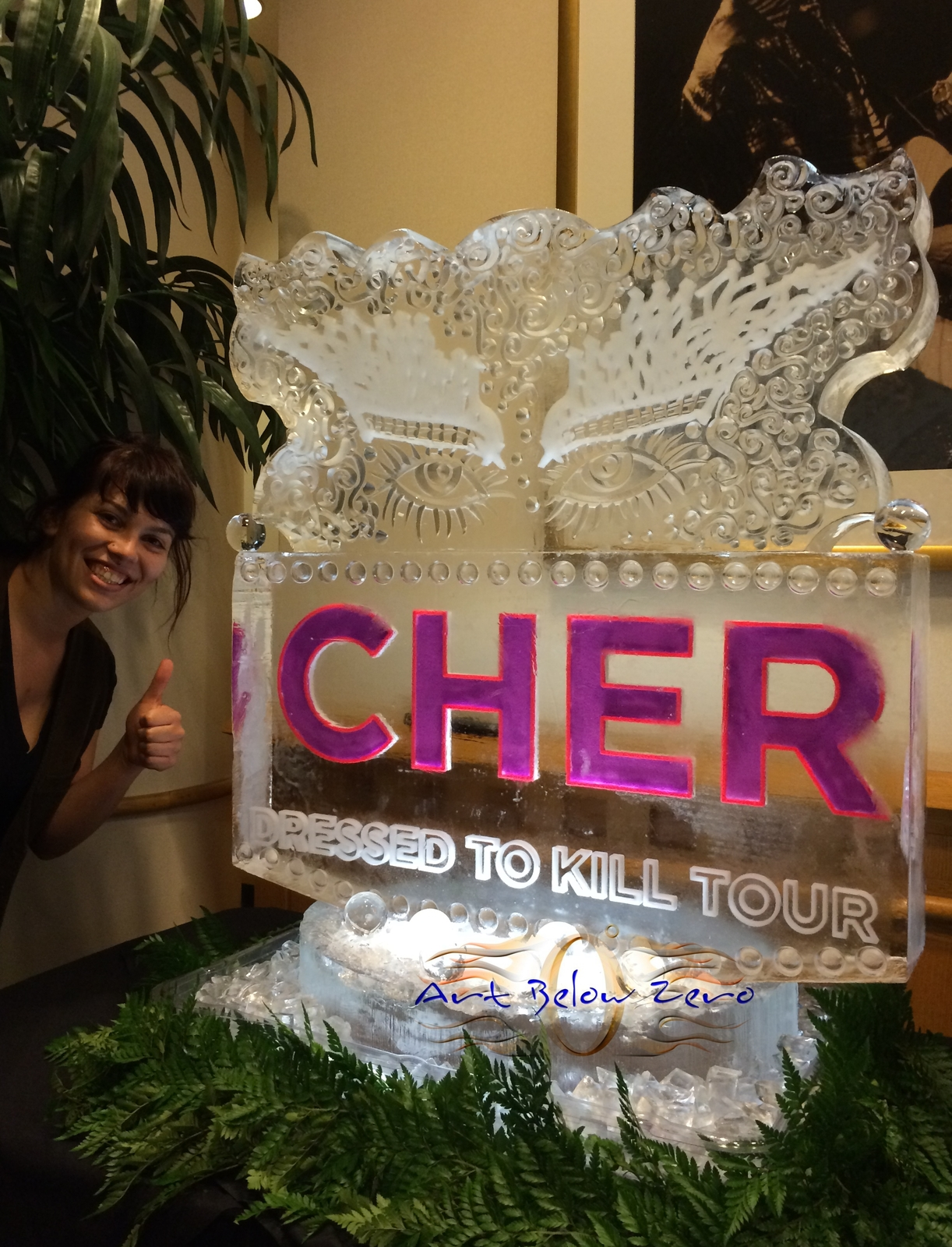 Cher_dress_to_kill_tour_ice_sculpture