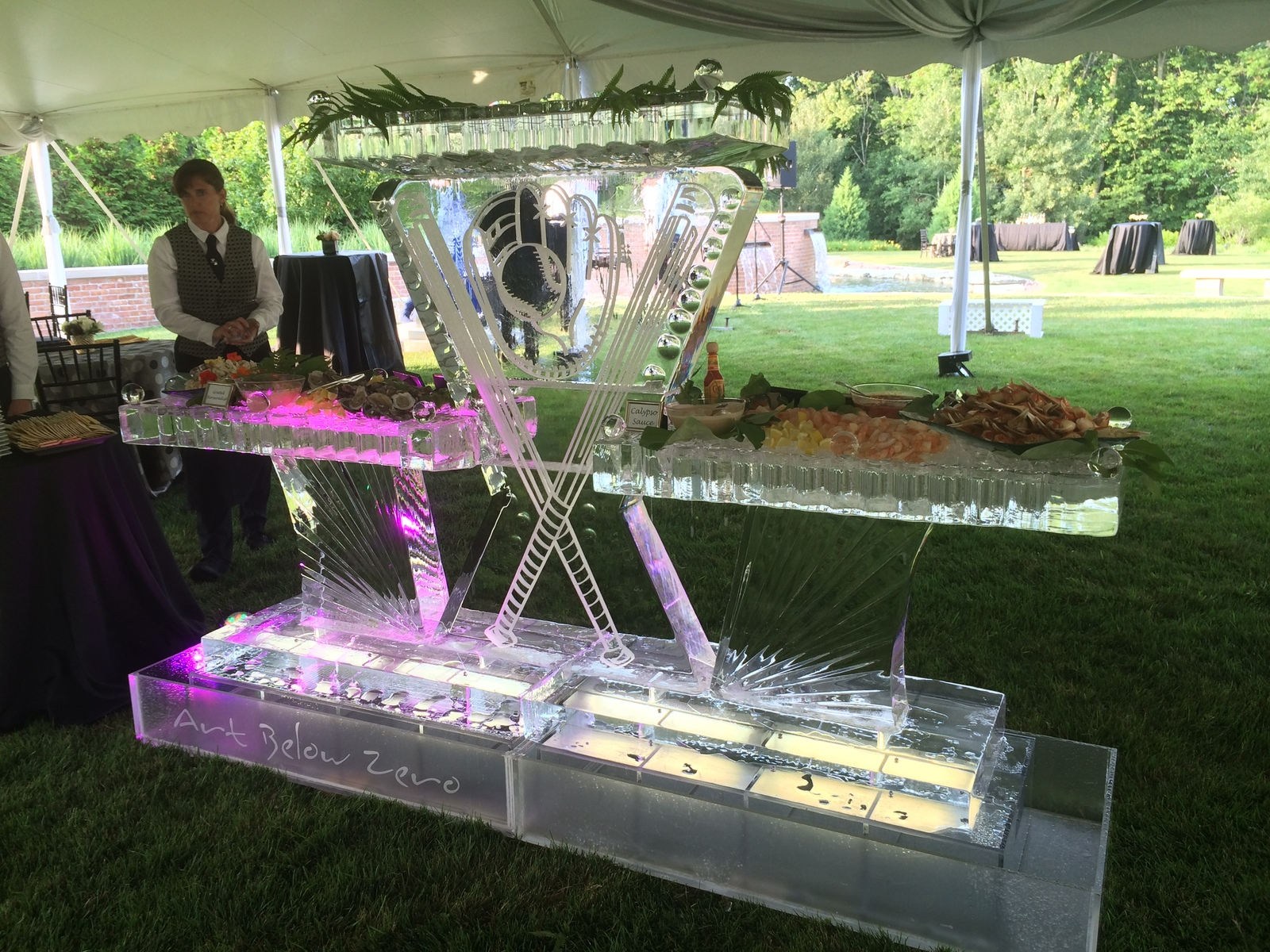 Baseball_theme_seafood_table_ice_sculpture
