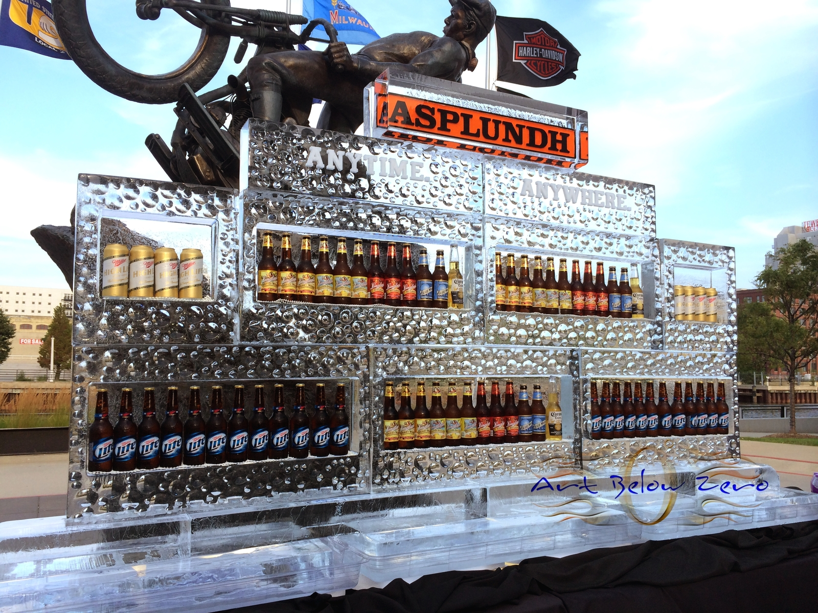 Beer_wall_ice_sculpture_for_asplandh_at_the_harley_davidson_museum_milwaukee