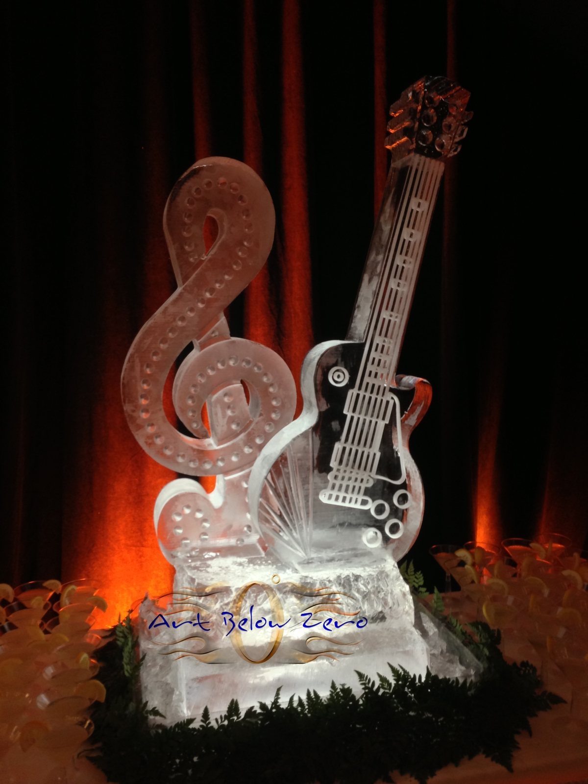 Les_paul_guitar_ice_sculpture_at_the_opening_of_the_museum_exhibit_in_waukesha_