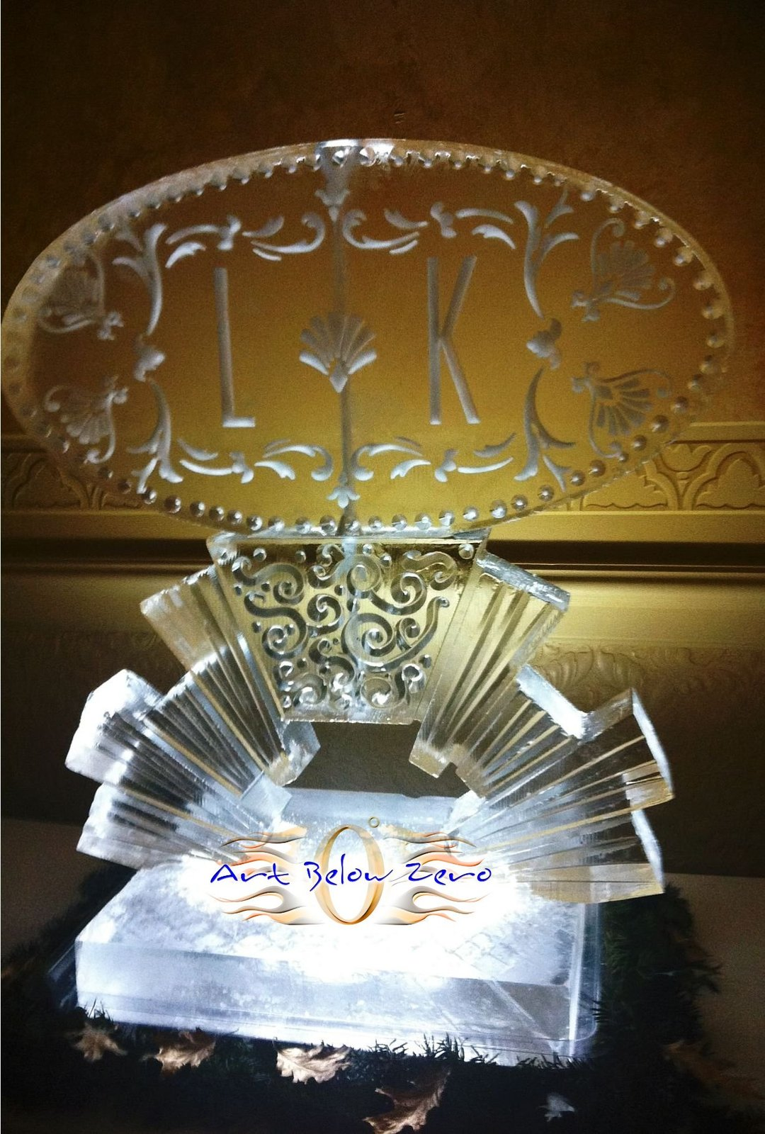Art_deco_monogram_luge_on_sunburst_pedestal_ice_sculpture